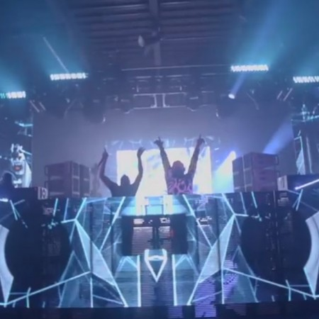 Life In Color - BIG BANG - Chicago , IL- 04.18.15 - Official QUIKCLIP